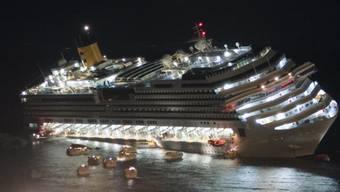 Die Costa Concordia nach dem Unfall vor der Insel Giglio 2012. Bei Überlebenden eines solchen Unglücks kann es zu einer posttraumatischen Belastungsstörung kommen. (Archiv)