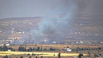 Rauch von Gefechten bei der an Israel grenzenden syrischen Stadt Quneitra