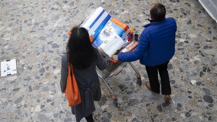 Neu gilt in den Läden ein Richtwert von einem Kunden pro 10 Quadratmeter. (Symbolbild)