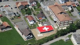 Das Haus mit dem grossen Schweizer Kreuz