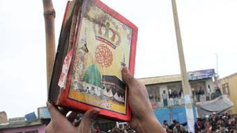 Koran mit Brandspuren - Am Dienstag hatten tausende Afghanen den Stützpunkt Bagram attackiert