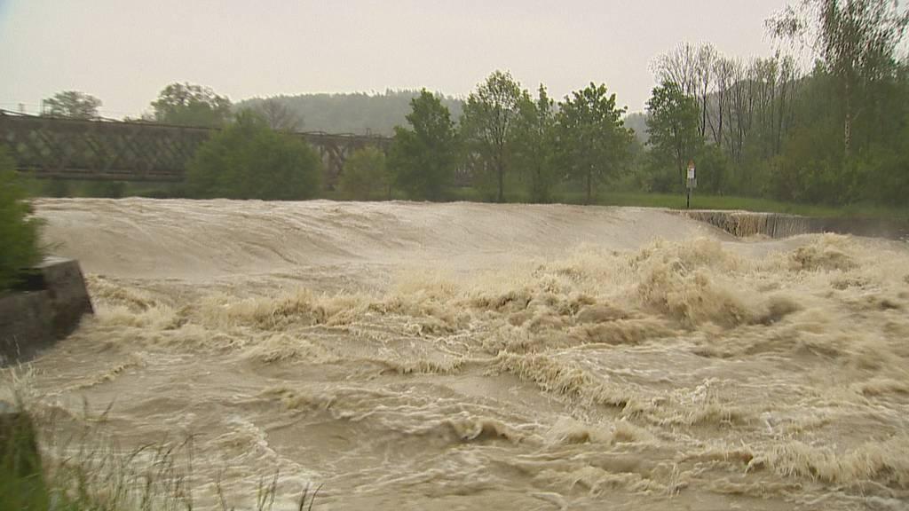 Hochwasser-Alarm: Hier fliessen über 550 Kubikmeter Wasser pro Sekunde durch die Thur!