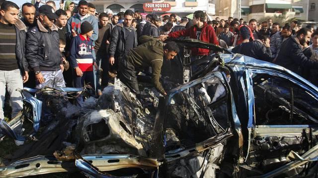 Das zerbombte Autowrack in Gaza Stadt