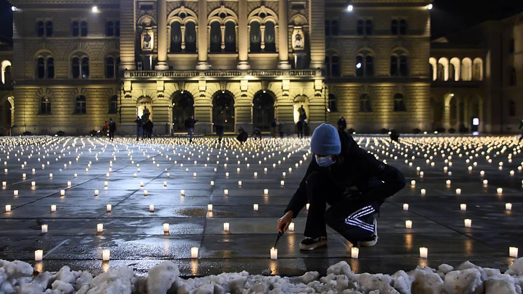 Schweiz gedenkt der über 9000 Corona-Todesopfern
