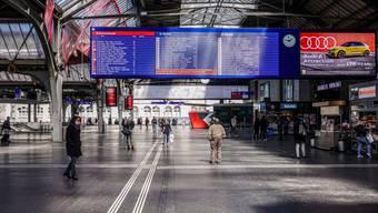 Noch immer sind im öffentlichen Verkehr viel weniger Leute unterwegs als üblich.