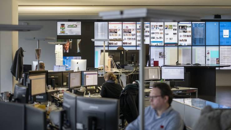 Schweizer Medienunternehmen sollen wegen der Coronakrise nun doch Soforthilfe vom Bund erhalten.