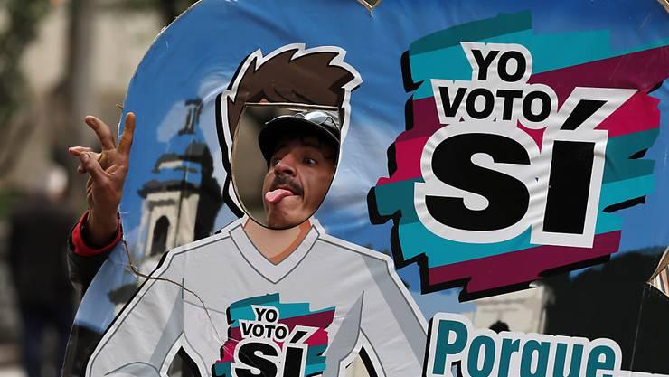"""Am Sonntag stimmen die Kolumbianer über das Friedensabkommen mit den FARC-Rebellen ab. Im ganzen Land werben Regierung und Rebellen für ein """"Ja""""."""