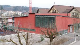 Im Schulhaus Burgmatt Ost sollen zwei Schulzimmer entstehen, aber keine Kindergärten. sh