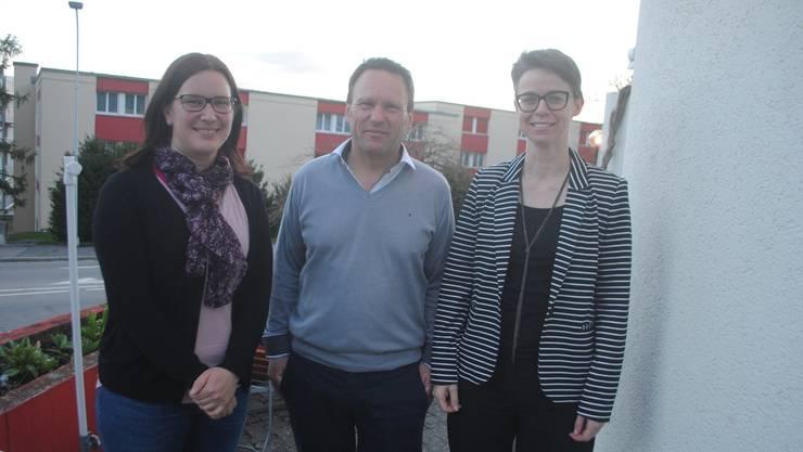 Die neuen Vorstandsmitglieder Karin Heimann (r.) und Angela Kummer mit Präsident Christoph Siegrist.