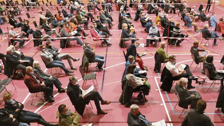 Bei den Versammlungen – im Bild in Hausen – braucht es mehr Abstand zwischen den Stühlen. Wittnau verlegt die Gmeind deshalb.