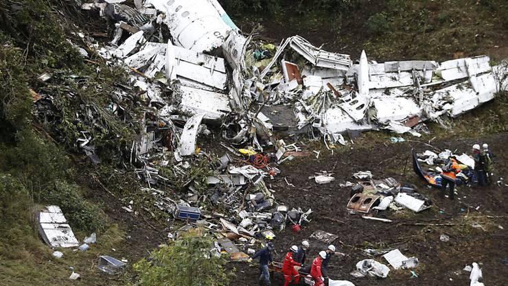 Die Trümmer des Flugzeuges in den Bergen Kolumbiens.