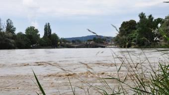 Momentanaufnahme in Aarau mit Blick auf die Kettenbrücke: Die grossen Flüsse im Aargau sind unter Kontrolle – trotz erhöhtem Wasserpegel