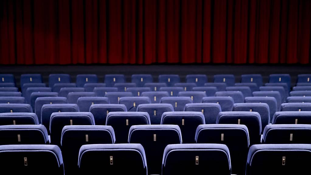 Besucher sind in den Kinosälen weltweit derzeit eine Seltenheit. Zumindest in Los Angeles ändert sich das jetzt wieder. (Archiv)