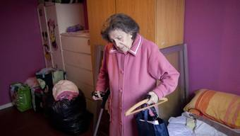 Ein Spanierin muss ihr Haus verlassen: Die Regierung will nun Härtefälle vermeiden