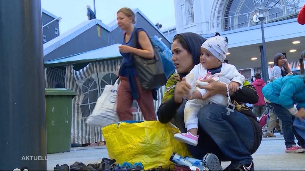 Luzi Stamm stellt Initiative «Hilfe vor Ort im Asylbereich» vor