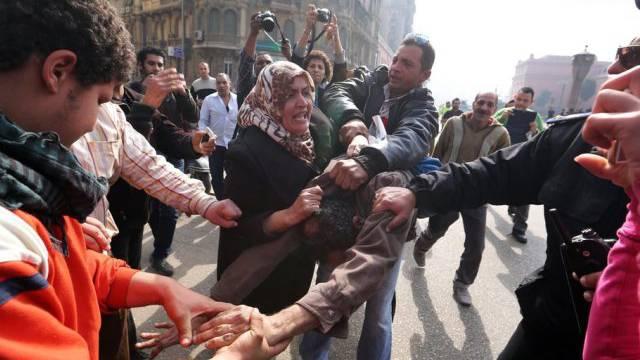 Handgemenge zwischen Mursi- und Sisi-Anhängern in Kairo