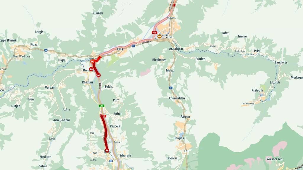 Wegen des Frühlingsverkehrs stockt der Verkehr im Kanton Graubünden.