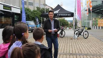 Stadtpräsident François Scheidegger warb unter anderem für einen Schulweg zu Fuss.