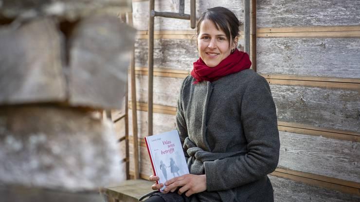 Laura Vogt mit ihrem neuen Roman.