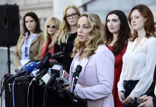 Schauspielerin Louisette Geiss und weitere Frauen, die sich über Fälle von sexueller Nötigung durch Weinstein geäussert haben, bei einer Pressekonferenz in Los Angeles im Februar.