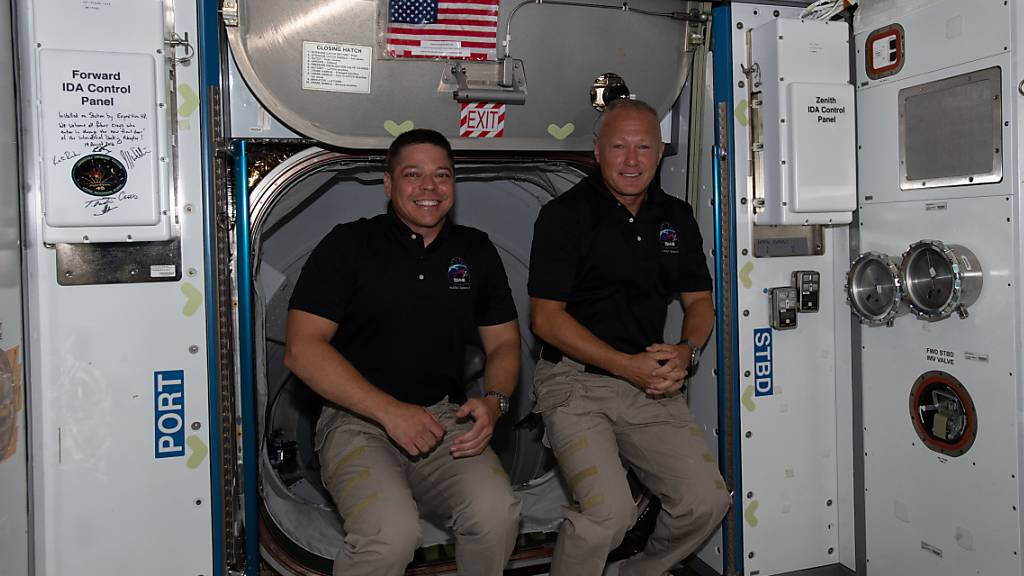 Astronauten nach historischer Mission zur ISS zurück