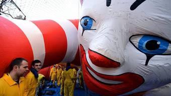 Vorbereitungen für die Thanksgivingparade in New York: Ronald McDonald wird aufgeblasen