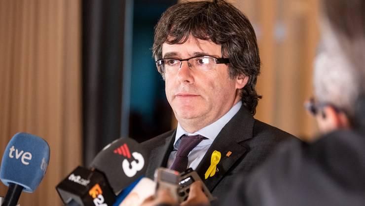 Carles Puigdemont trägt die gelbe Schlaufe – das Zeichen für die Unabhängigkeit Kataloniens.