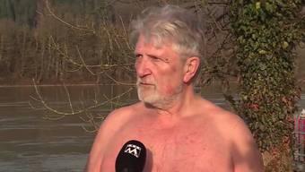 Seit 40 Jahren geht Jakob Vogt jeden Tag im Rhein schwimmen. Dabei hält ihn auch kein Hochwasser davon ab.