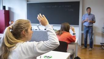Die Abstandsregeln müssen in der Schule wann immer möglich eingehalten werden.