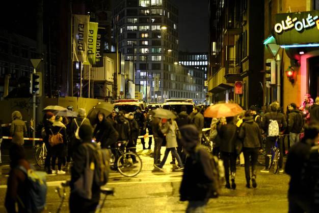 Rund Teilnehmer hatten sich an der Langstrasse versammelt.