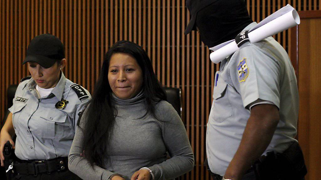Die Richter lehnten einen Berufungsantrag von Teodora Vásquez (Mitte) gegen die harte Strafe ab.