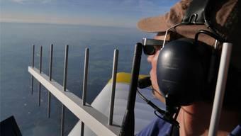 Ein spannender Moment: Über Thun richten die Tüftler ihre Antenne in Richtung Grenchen – und die selbst gebaute Bodenstation des künftigen Stratosphärenballons «Dark Sky I» antwortet aus 62 Kilometern Entfernung. zvg