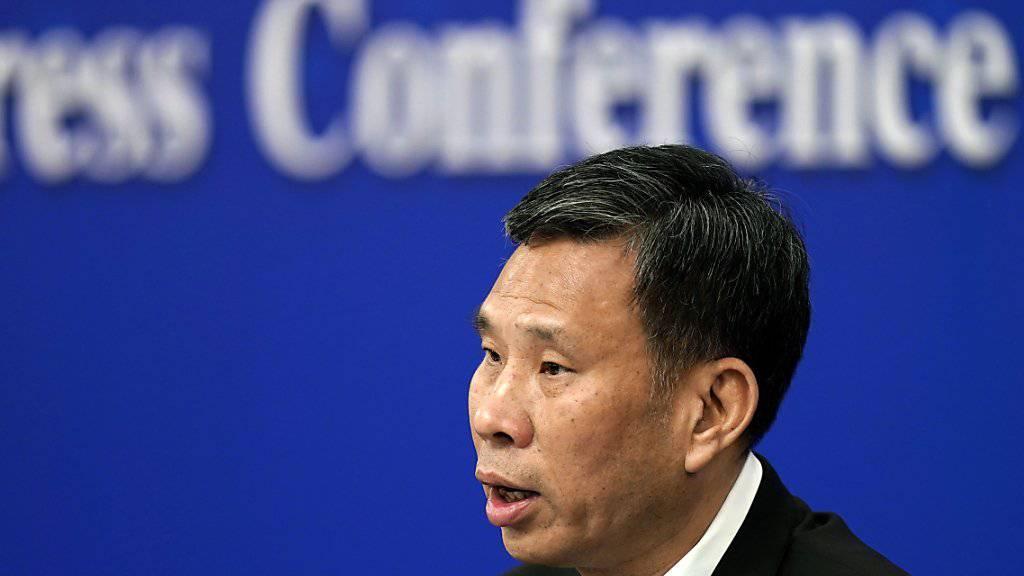 """""""Alle Behörden müssen den Gürtel enger schnallen"""": Chinas Finanzminister Liu Kun verspricht Steuersenkungen für Firmen und kündigt Sparmassnahmen beim Staat an."""