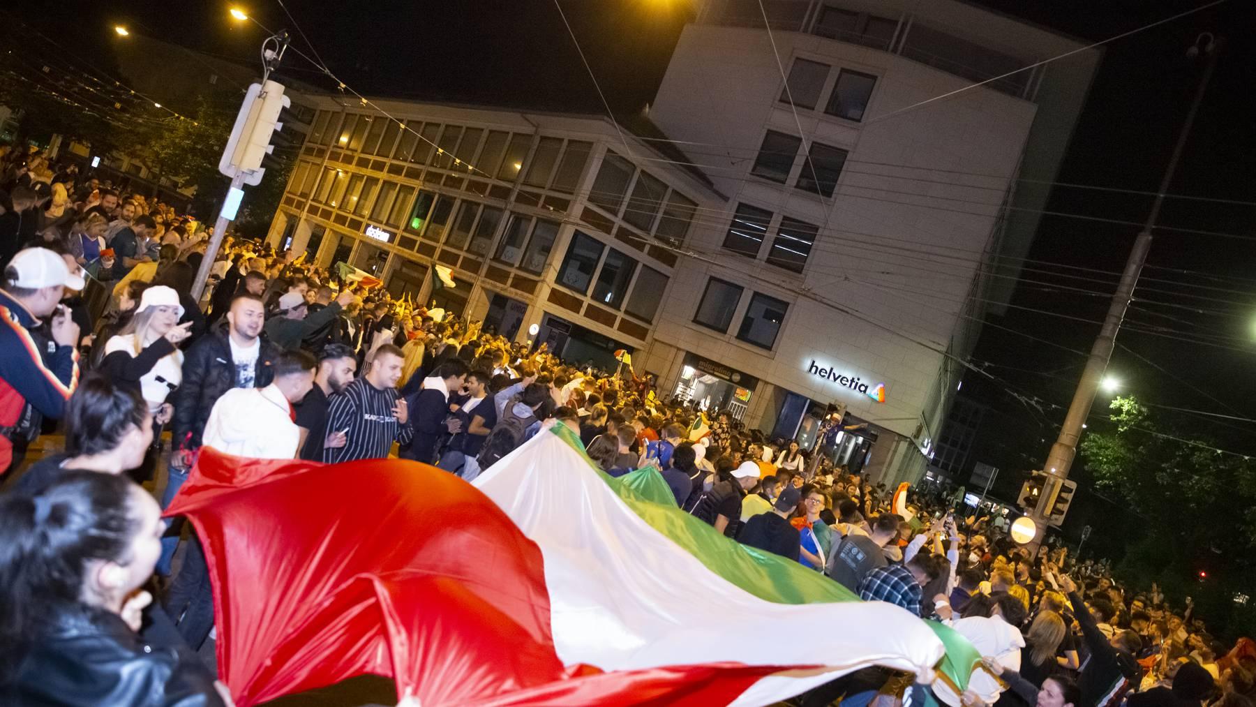 Das Fest der Italien-Fans verlief mehrheitlich friedlich trotz der grossen Menschenmassen.