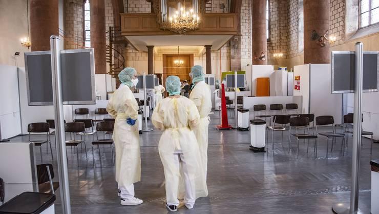Seit dem 9. März ist die Prediger-Kirche am Totdentanz in Basel als Corona-Testzentrum in Betrieb.