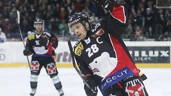 Martin Plüss freut sich über das 1:0
