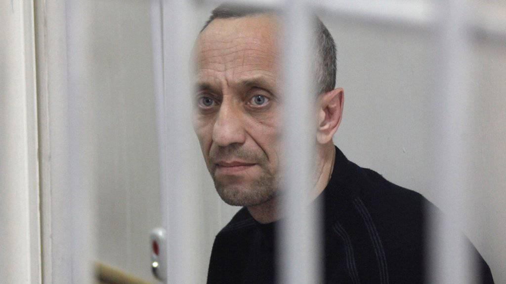 Michail Popkow bei seinem ersten Prozess im Jahr 2015 - nun wurde er ein weiteres Mal verurteilt. Insgesamt tötete er fast 80 Frauen. (Archivbild)
