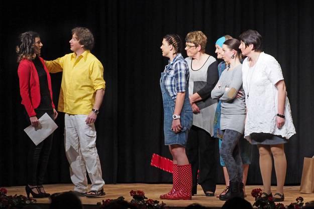 Szenen aus dem Theaterstück «Die Frauen von Killing»