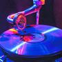 Ein rotblaues Grammophon warb für die Plattentaufe.