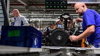 Handelskonflikte und das Brexit-Drama belasten: Schlüsselbranchen der deutschen Wirtschaft wie der Auto- und Maschinenbau sowie die Elektro- und Chemieindustrie spüren das längt. (Symbolbild)