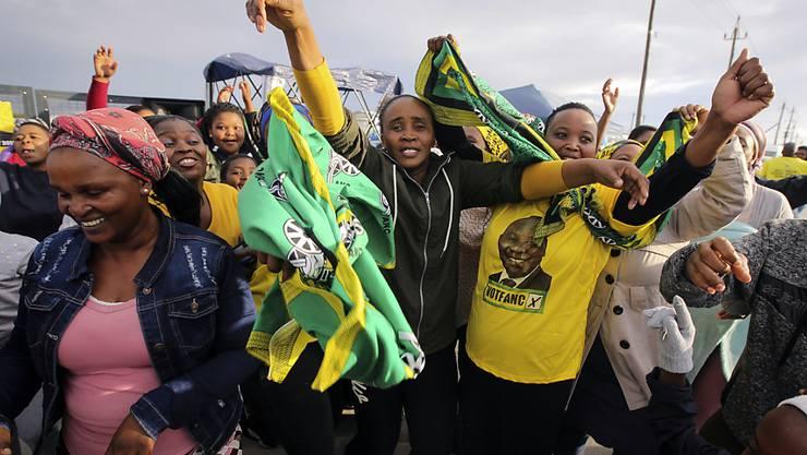 Sie können jubeln, aber verhalten: Der African National Congress (ANC) steht vor einem Wahlsieg, muss jedoch Verluste hinnehmen.