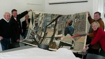 Happy End einer Räubergeschichte 2004: Josef Tremp, Josef Bürge, Sabine Altorfer, Othmar und Berthe Zehnder mit dem gestohlenen Schommer-Bild. Az/Archiv
