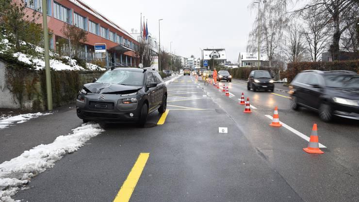 Der Unfall ereignete sich kurz nach 7.30 Uhr auf der Seestrasse in Oberrieden.