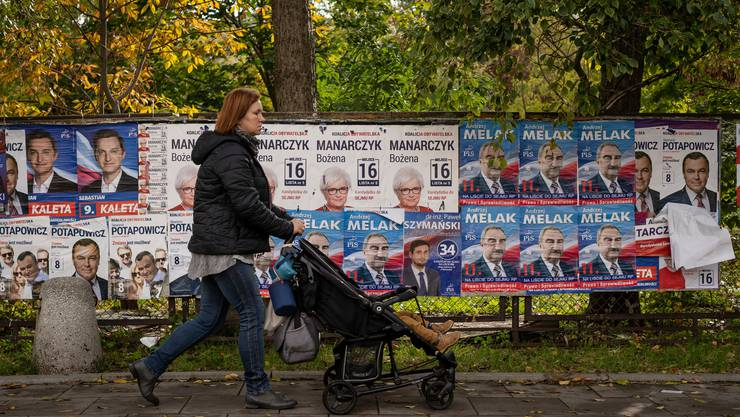 Polen wählt wohl wieder die Rechtspartei PiS. Sie hat ein extrem grosszügiges Sozialprogramm umgesetzt. Bild: AFP (Warschau, 9. Oktober 2019)