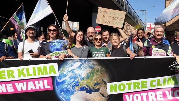 Grüne Parlamentarier*innen an der Klimademo (rechts im Bild: Felix Wettstein)