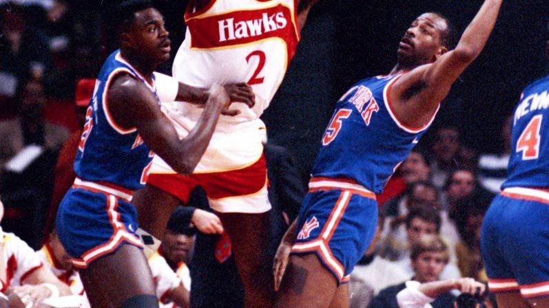 Moses Malone (Mitte) rangiert auf Platz acht der ewigen NBA-Skorerliste.