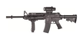 Mit so einer M4 Cybergun schoss Roger Wälti auf Bierdosen.