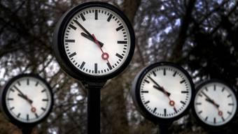 In der Nacht auf Sonntag werden die Uhren um eine Stunde zurückgestellt.