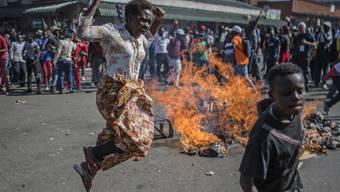 In Simbabwe kam es im Nachgang zur Präsidentenwahl in der Hauptstadt Harare zu tödlicher Gewalt zwischen Anhängern der Opposition und der Polizei.