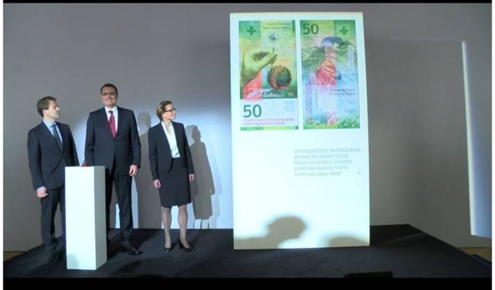 Thomas Jordan stellt an einer Pressekonferenz die neue 50-Franken-Note vor